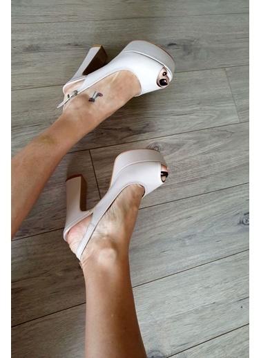 Topukla Ayakkabı Ten